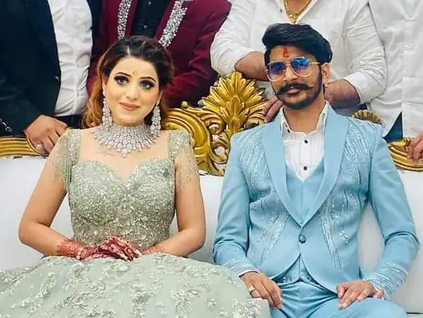 gulzaar chhaniwala wife image