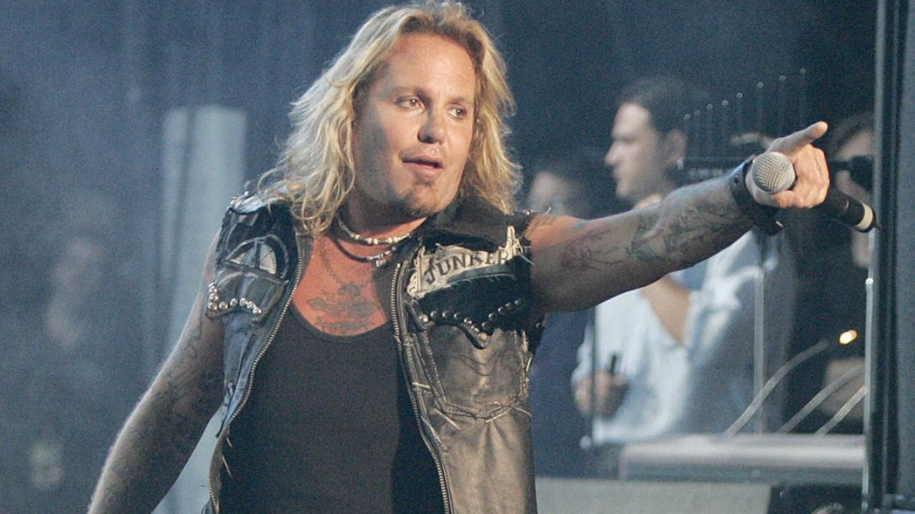 Vince Neil Live Show Fall Down Accident Hd Images